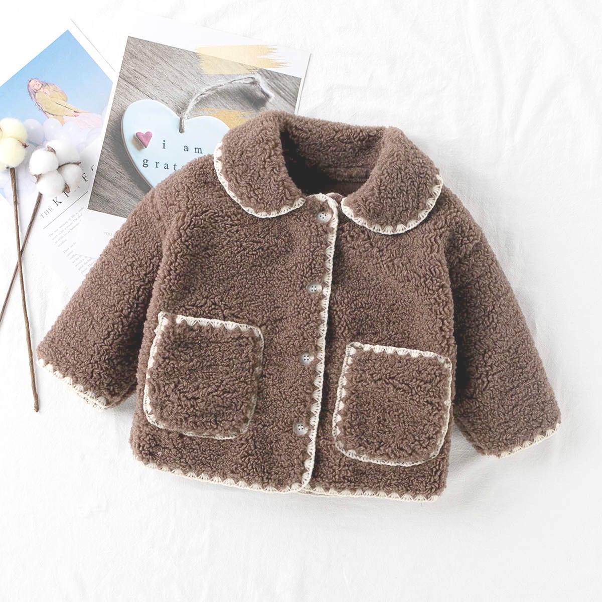 Плюшевое пальто с контрастной отделкой и двумя карманами для девочек