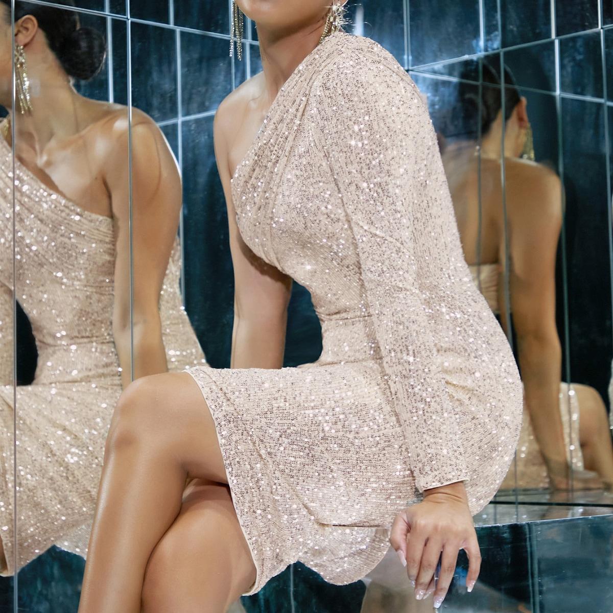 Платье на одно плечо с блестками