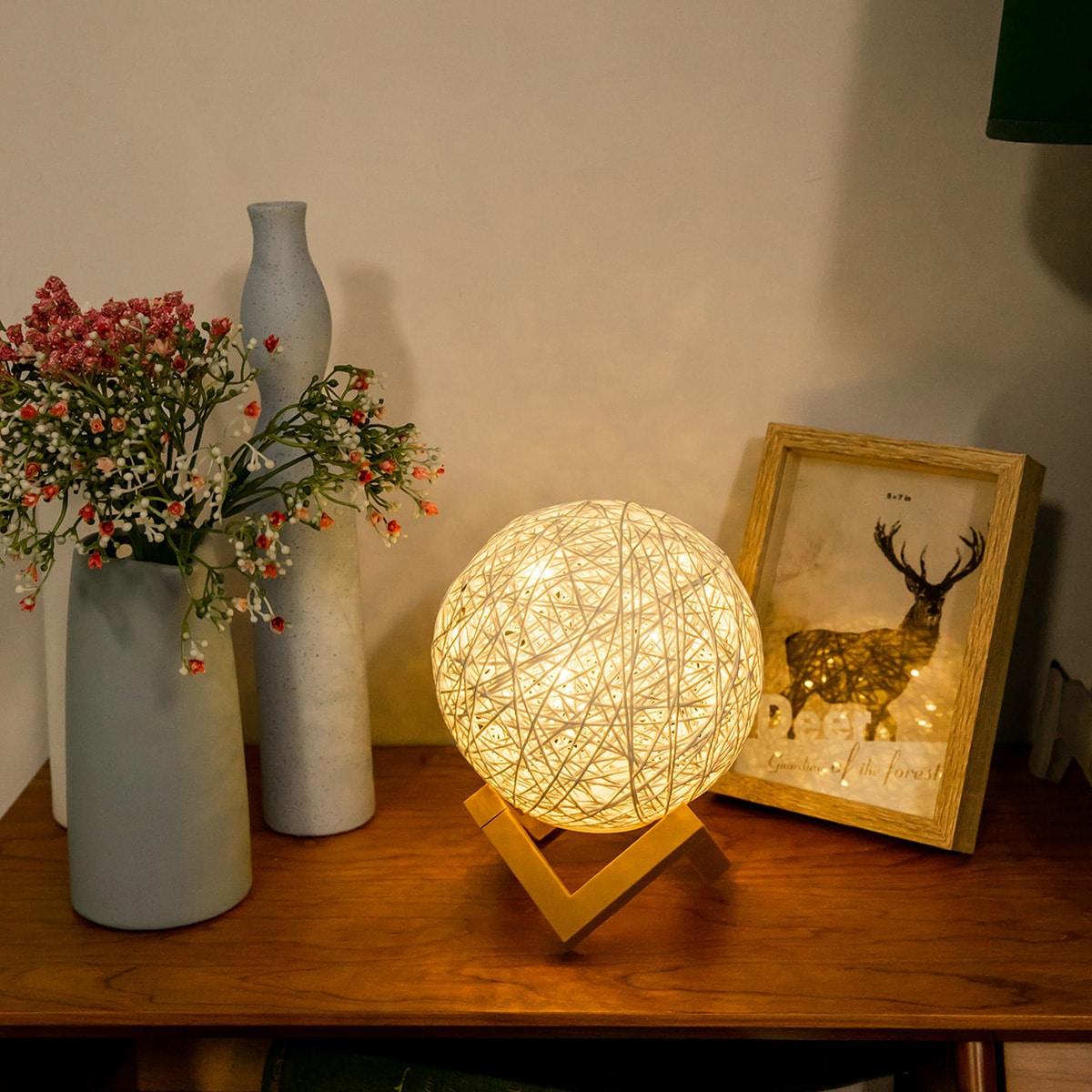 Runde Tischlampe aus Rattan Detail
