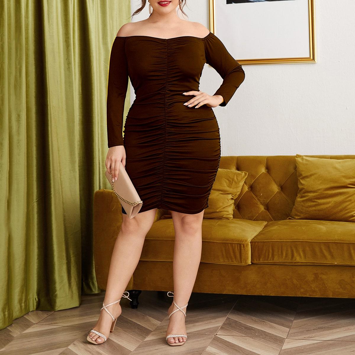 Облегающее платье размера плюс с открытыми плечами