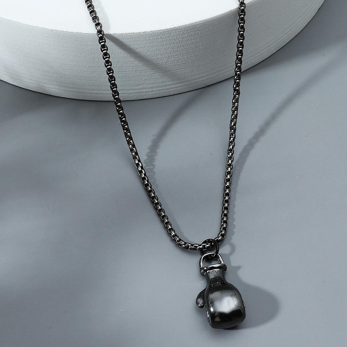 Ожерелье с кулаком для мужчин