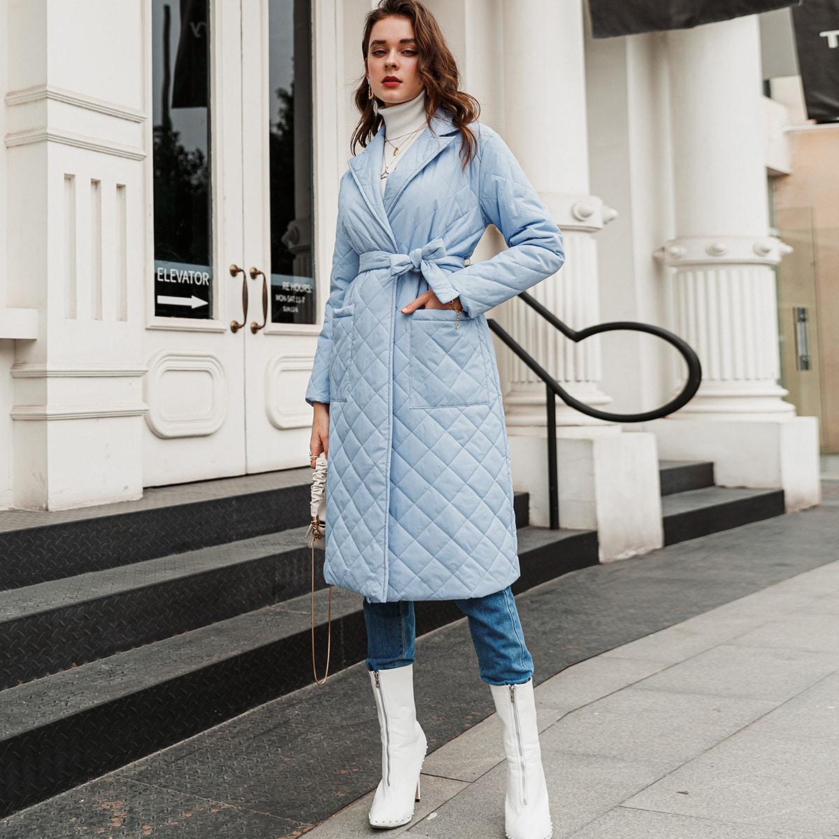 Стеганое пальто с карманом и поясом
