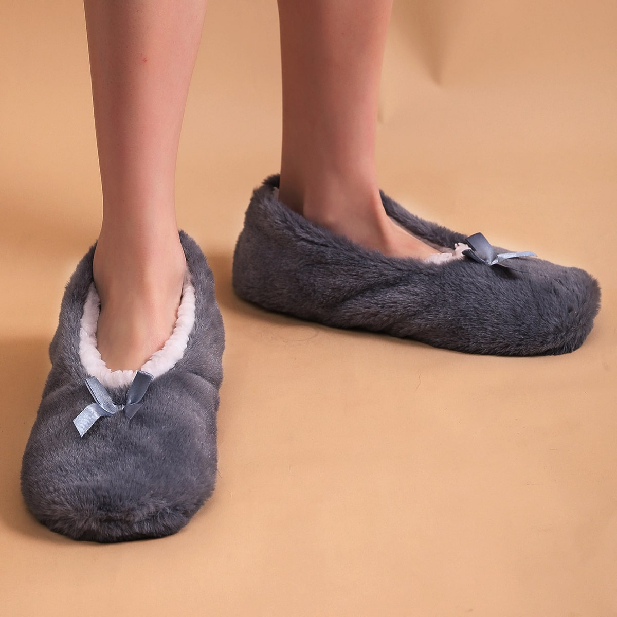 Плюшевые тапочки с бантом SheIn swshoes18201029221
