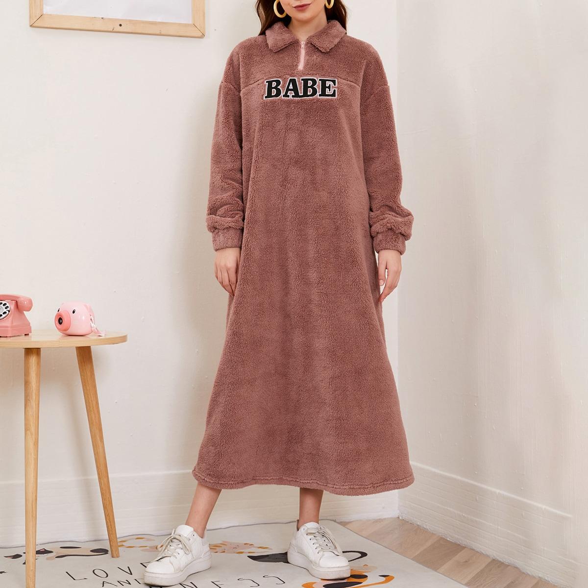 Плюшевое платье-свитшот с текстовой вышивкой