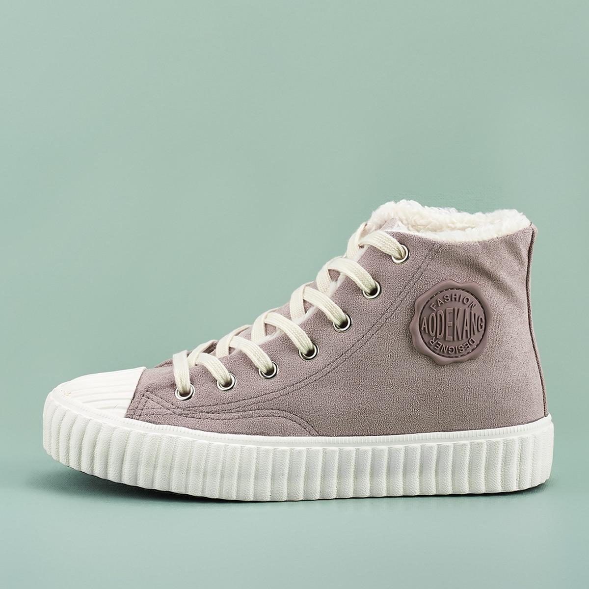 Обувь на шнурках с высоким верхом