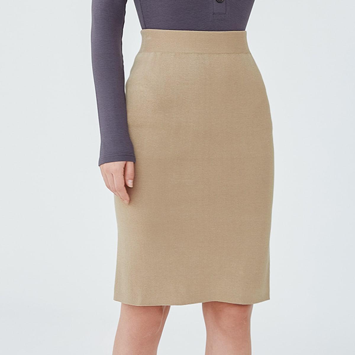 Трикотажная юбка с разрезом сзади