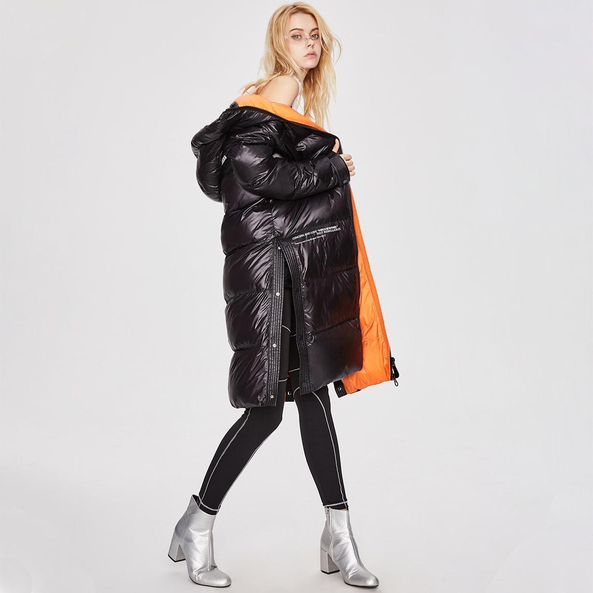 Пуховое пальто с пуговицами и заплатой