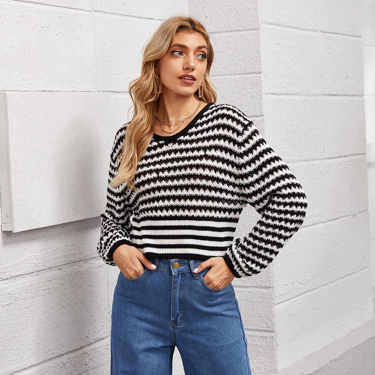 Двухцветный свитер в полоску
