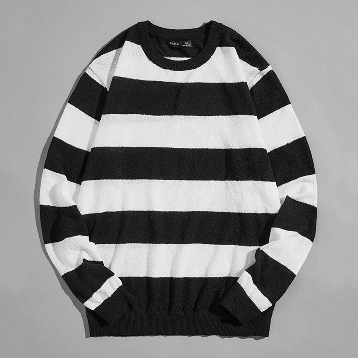 Мужской свитер в полоску с круглым воротником