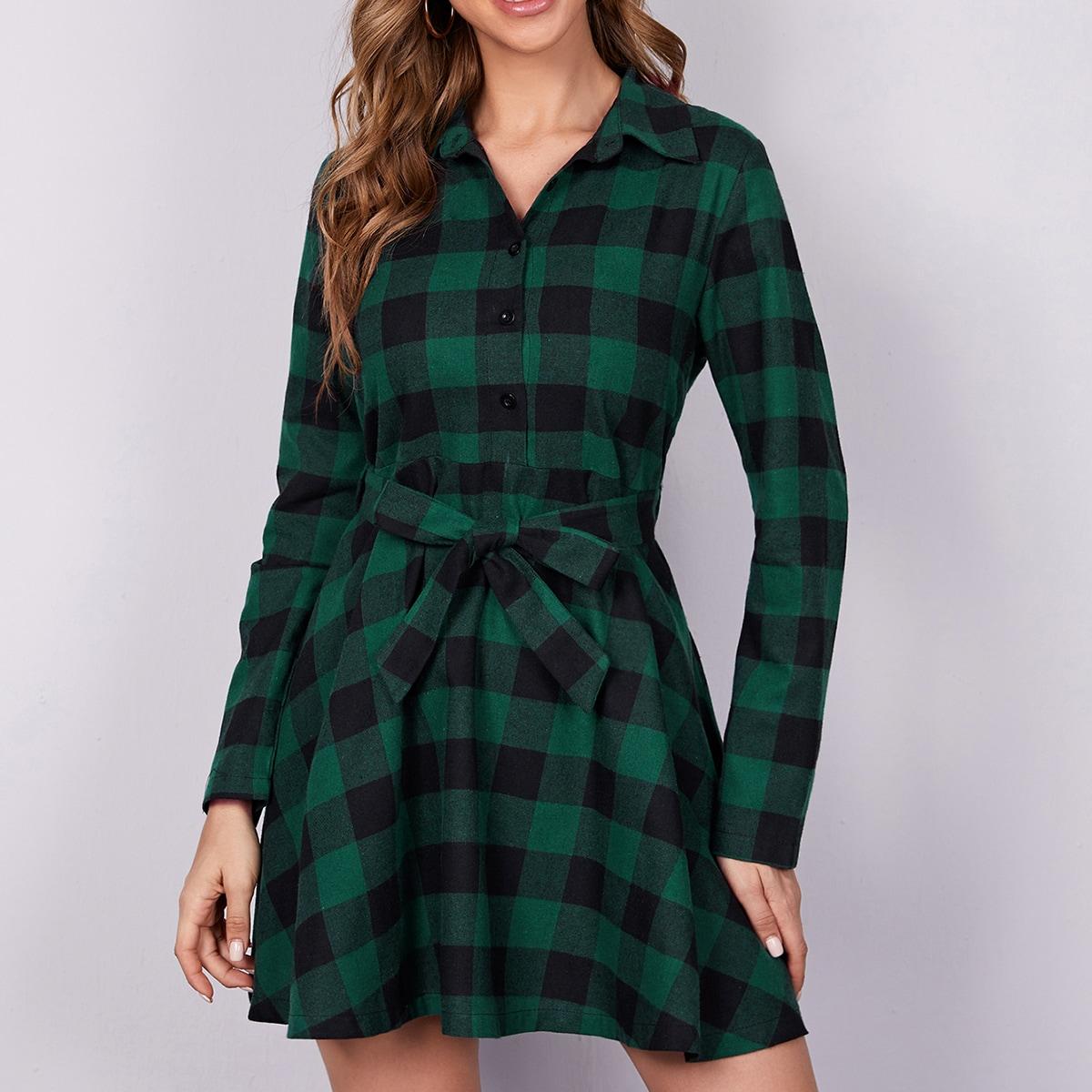Платье-рубашка в клетку с поясом и пуговицами