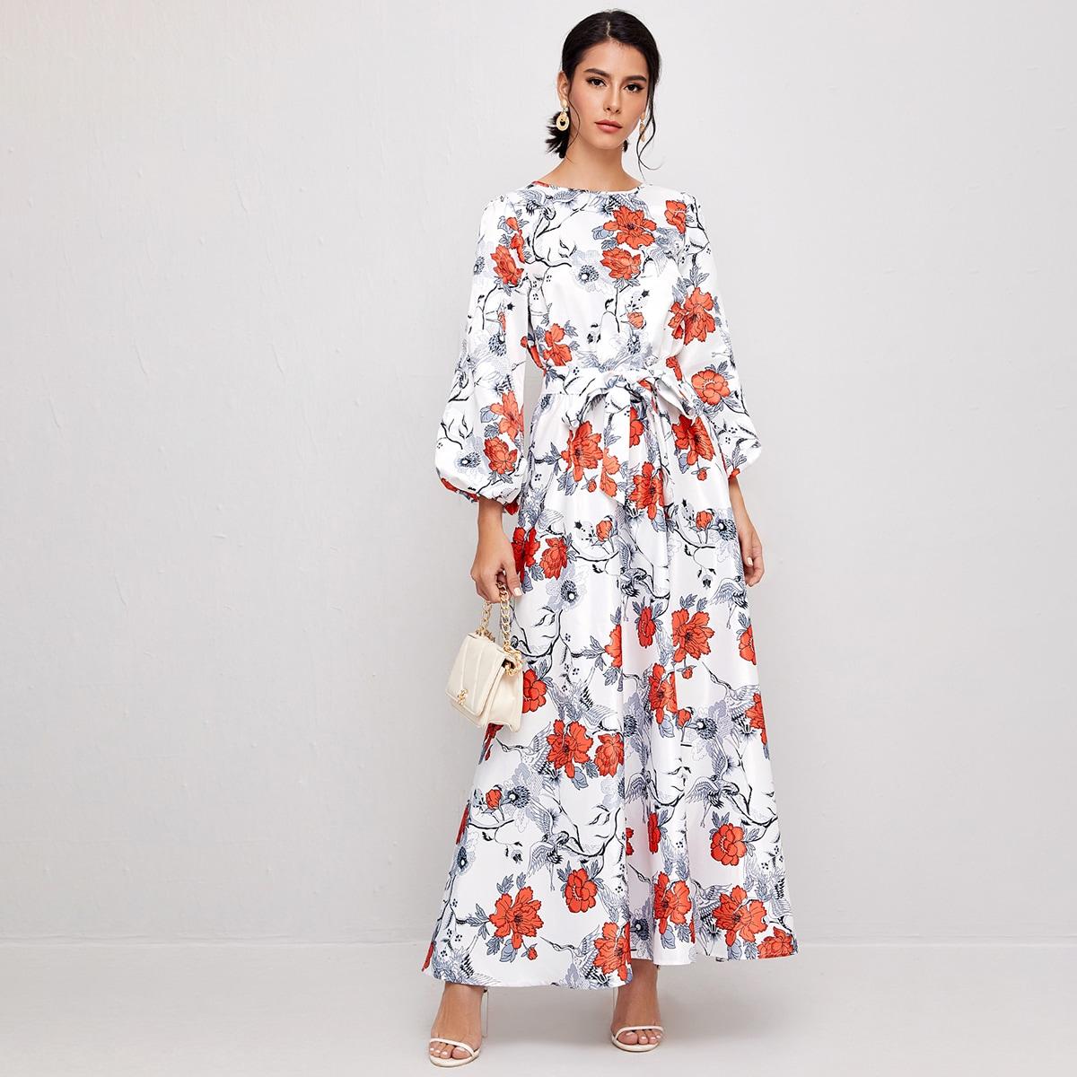 На пуговицах со цветочками элегантный арабская одежда