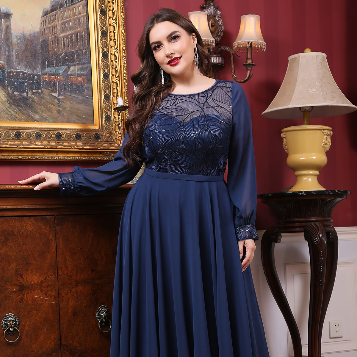 Контрастное блестящее платье размера плюс
