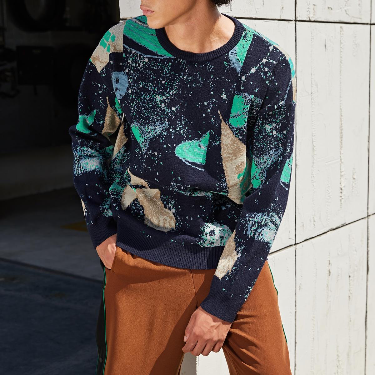 Мужской свитер с заниженным плечом с графическим узором