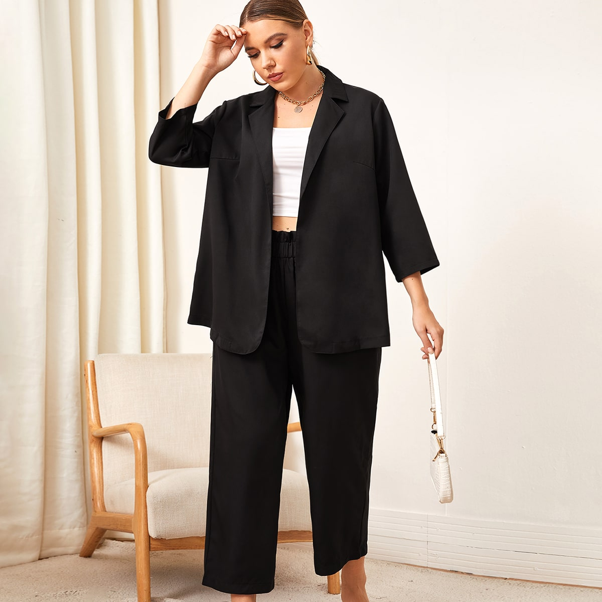 Пиджак с лацканами и брюки размера плюс