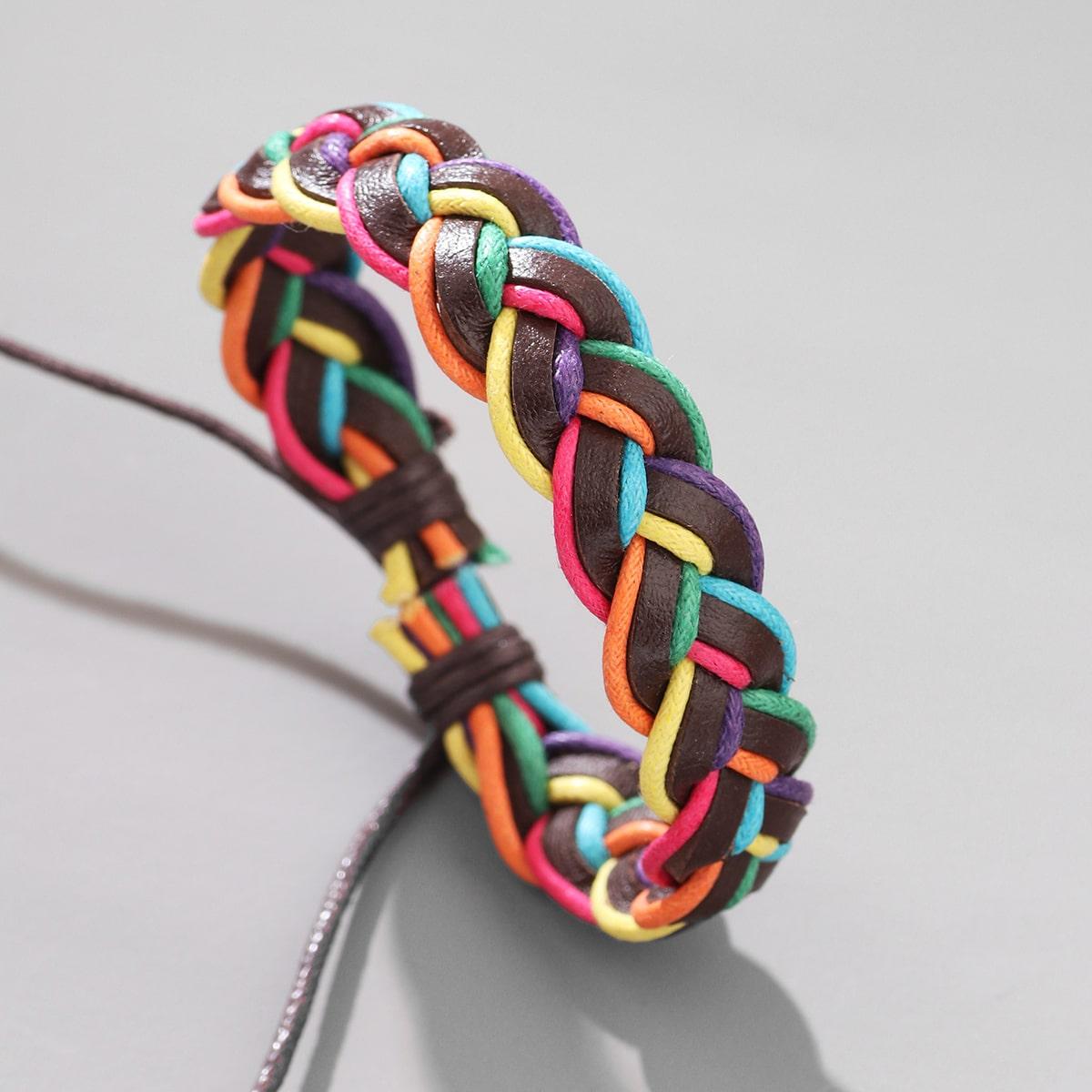 Контрастный плетеный браслет