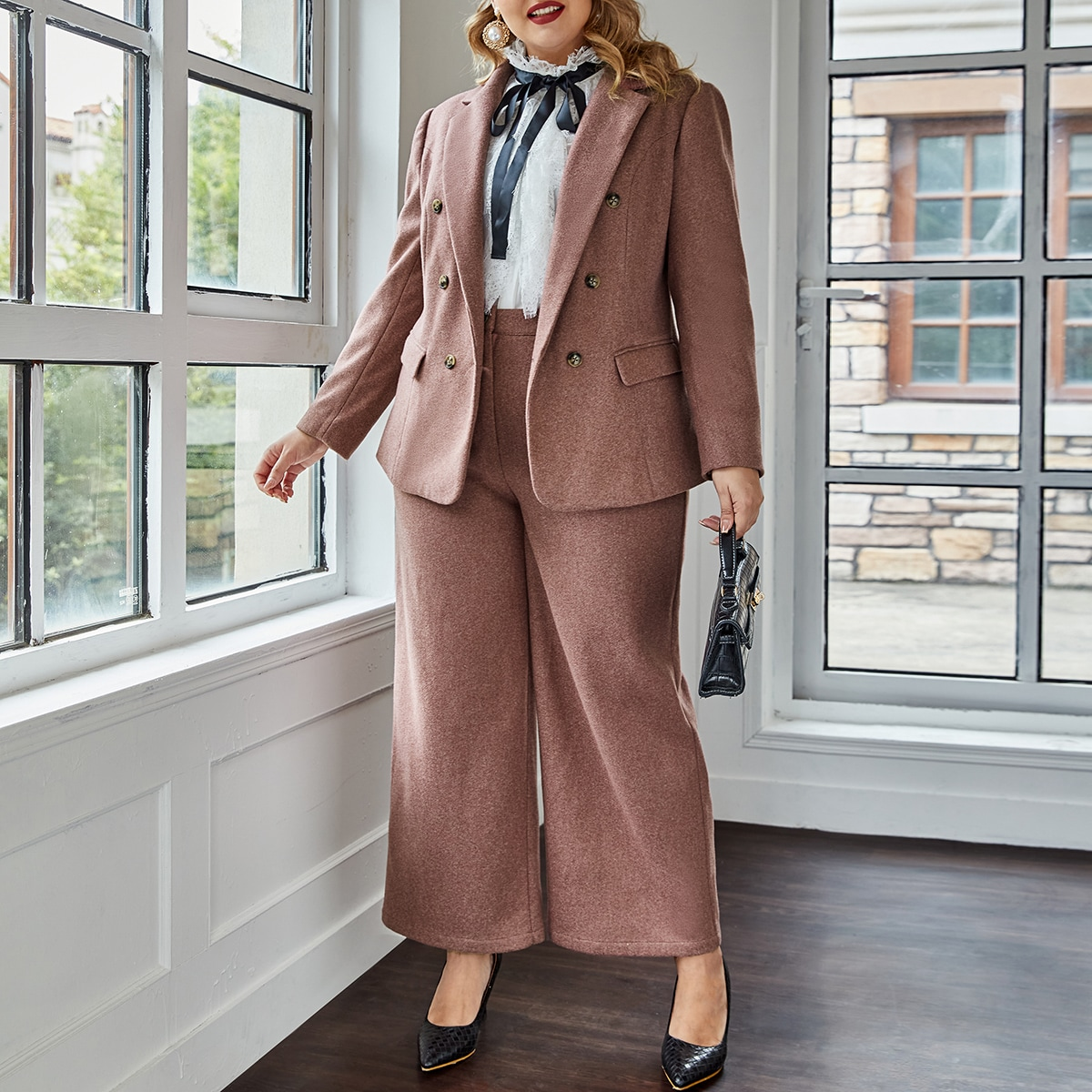 Пиджак с лацканами и брюки палаццо размера плюс