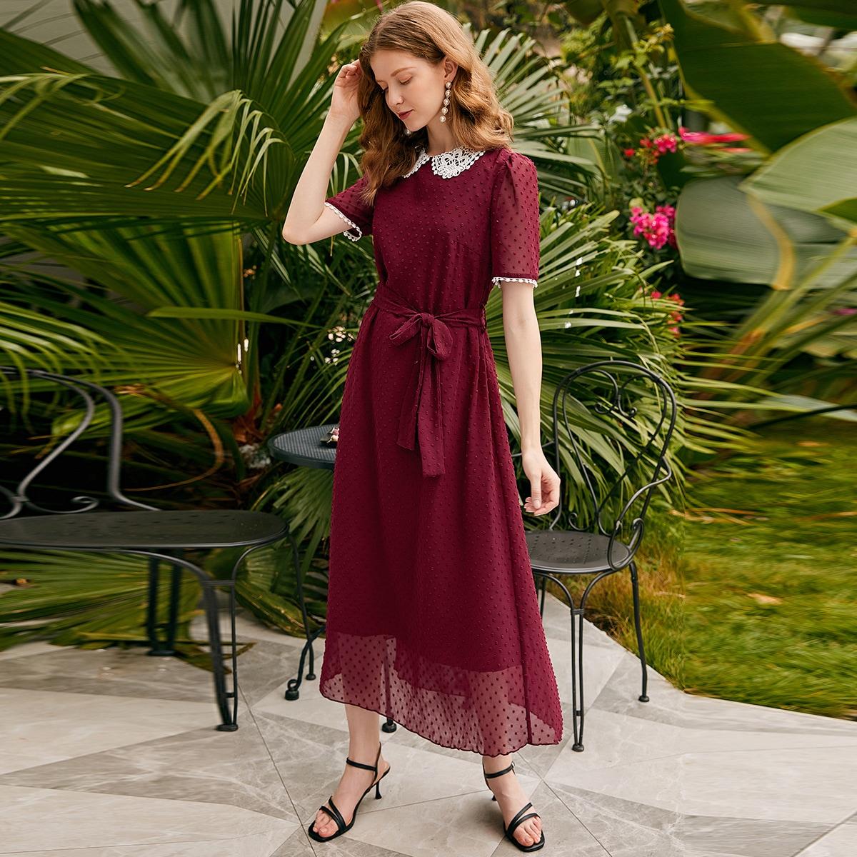 Платье с поясом и контрастным воротником