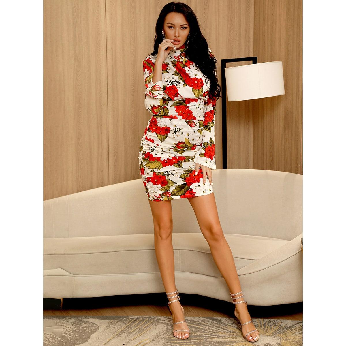 Облегающее платье с цветочным принтом и воротником-стойкой