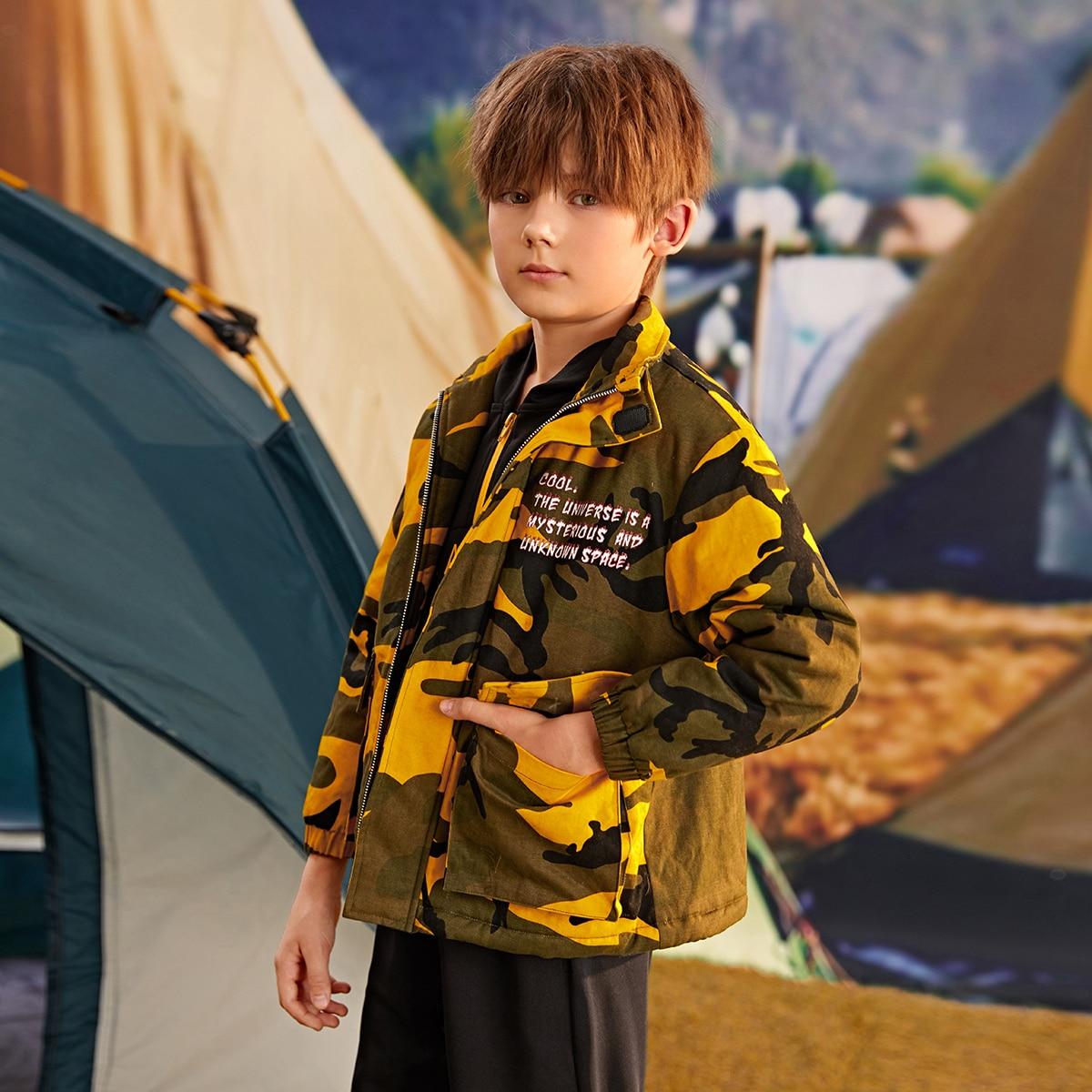 Mantel mit Taschen Klappe, Buchstaben Grafik und Camo Muster