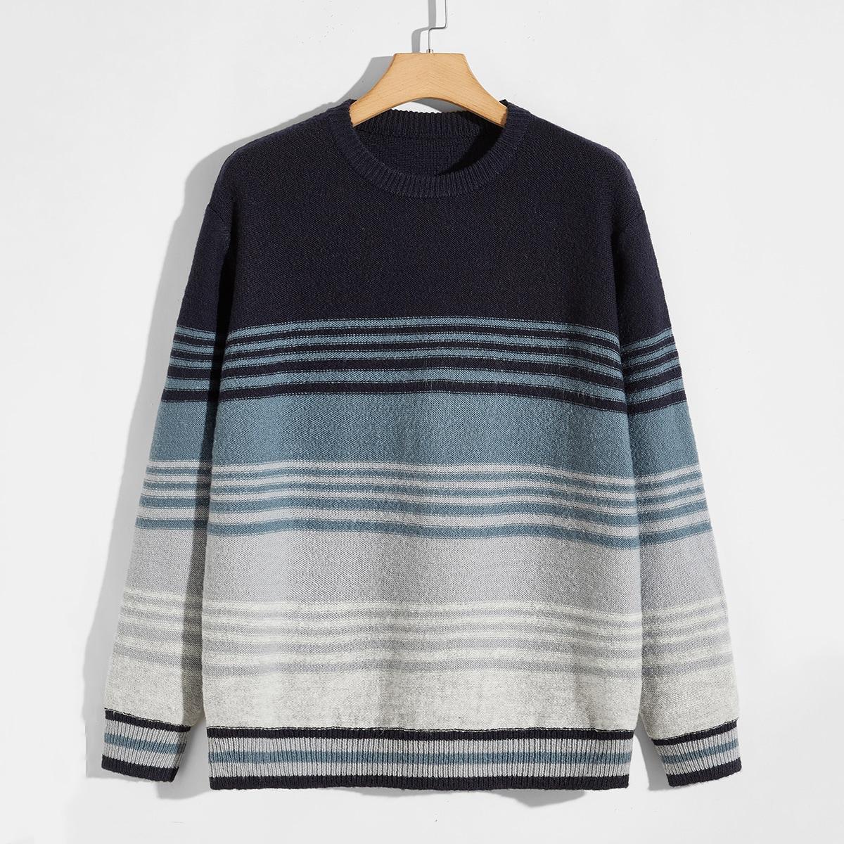 Мужской свитер в полоску с цветными блоками