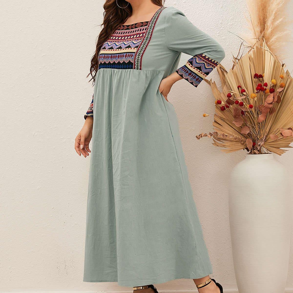 Платье размера плюс с квадратным воротником и геометрическим узором