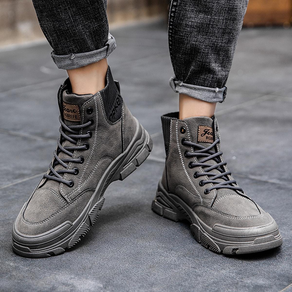 Мужские ботинки с текстовым принтом