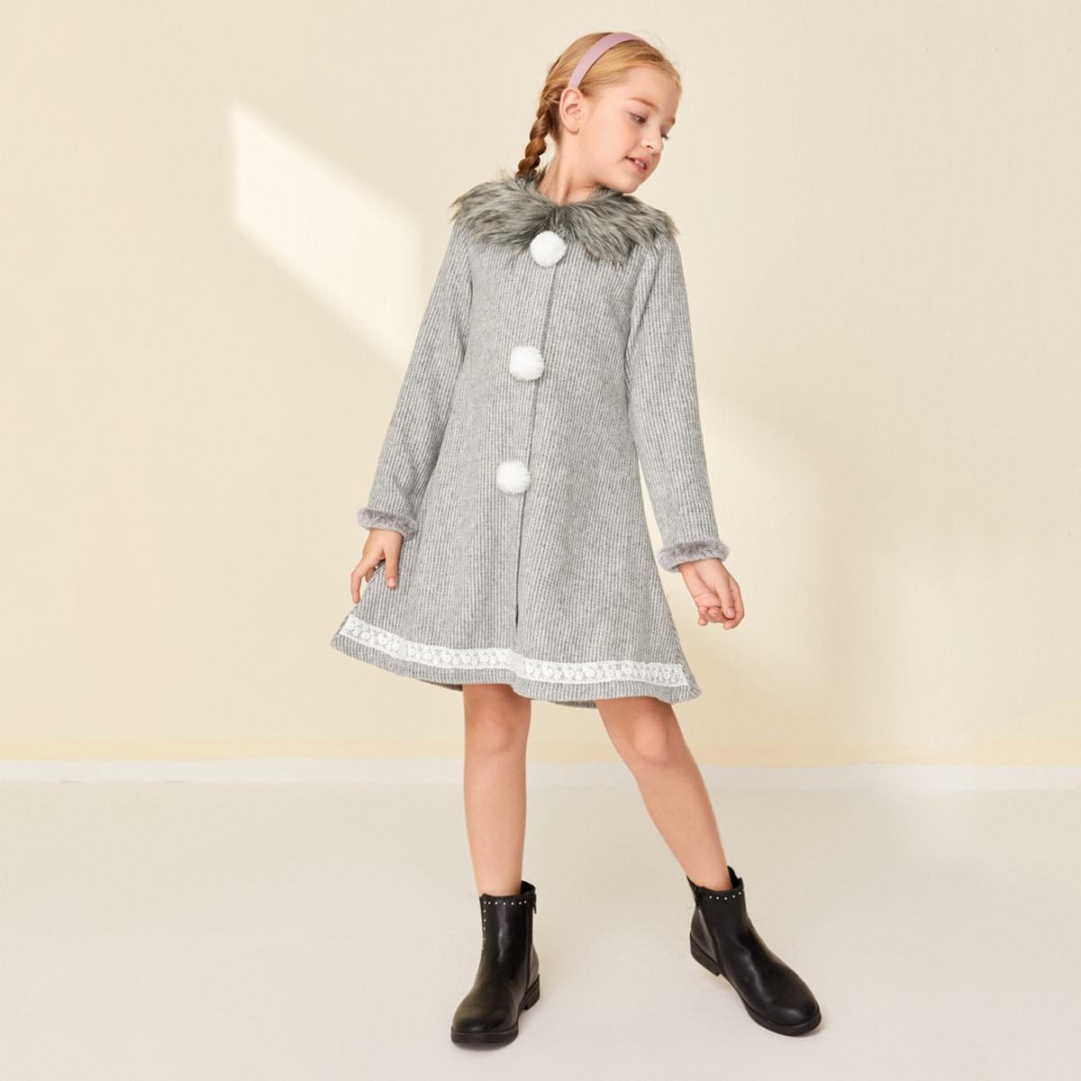 Kleid mit Kunstpelz Kragen und Pompons