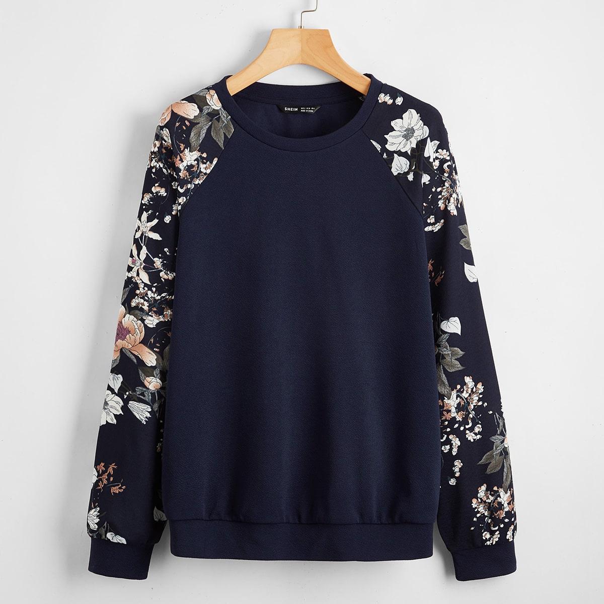 Пуловер с цветочным принтом на рукавах