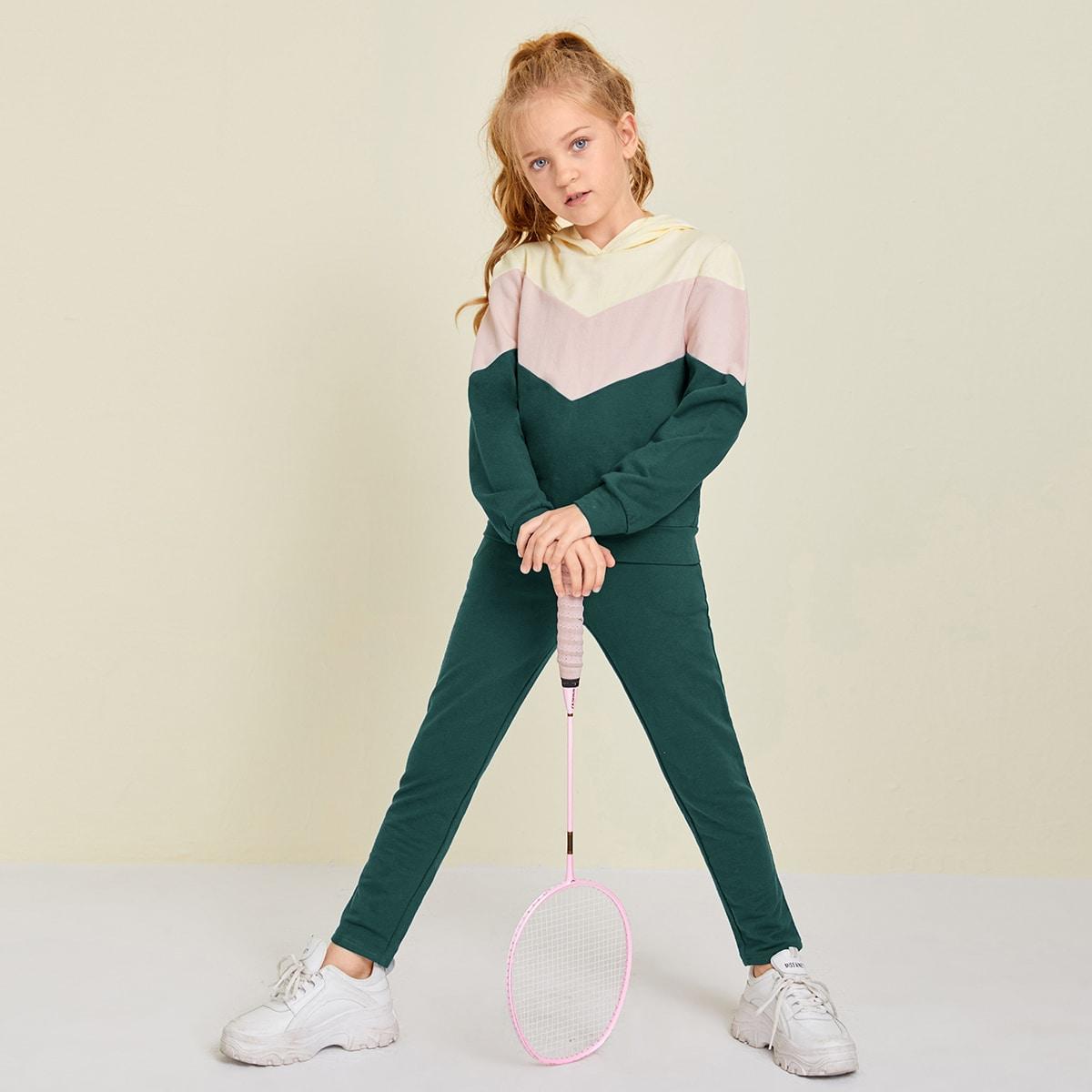 Контрастная толстовка и спортивные брюки для девочек