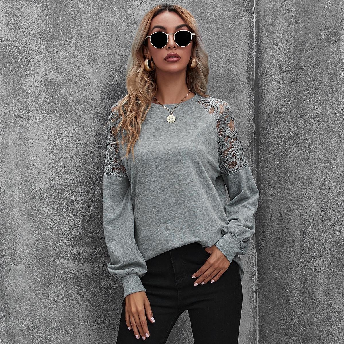 Пуловер с рукавом реглан и кружевной вставкой
