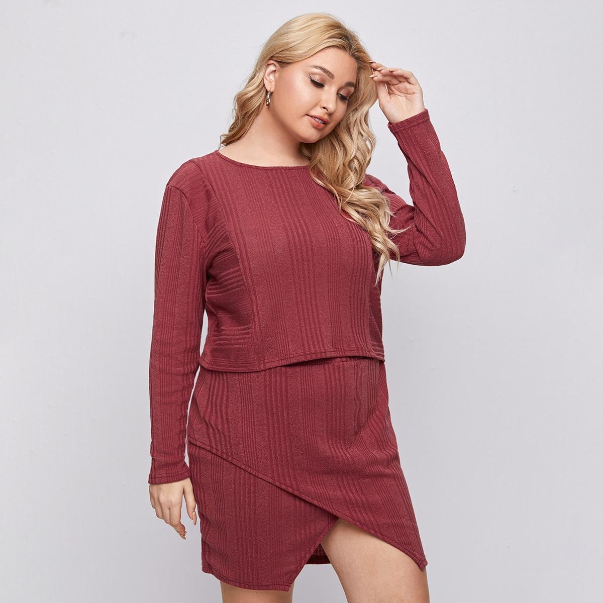 Вязаная кроп футболка и асимметричная юбка в рубчик размера плюс