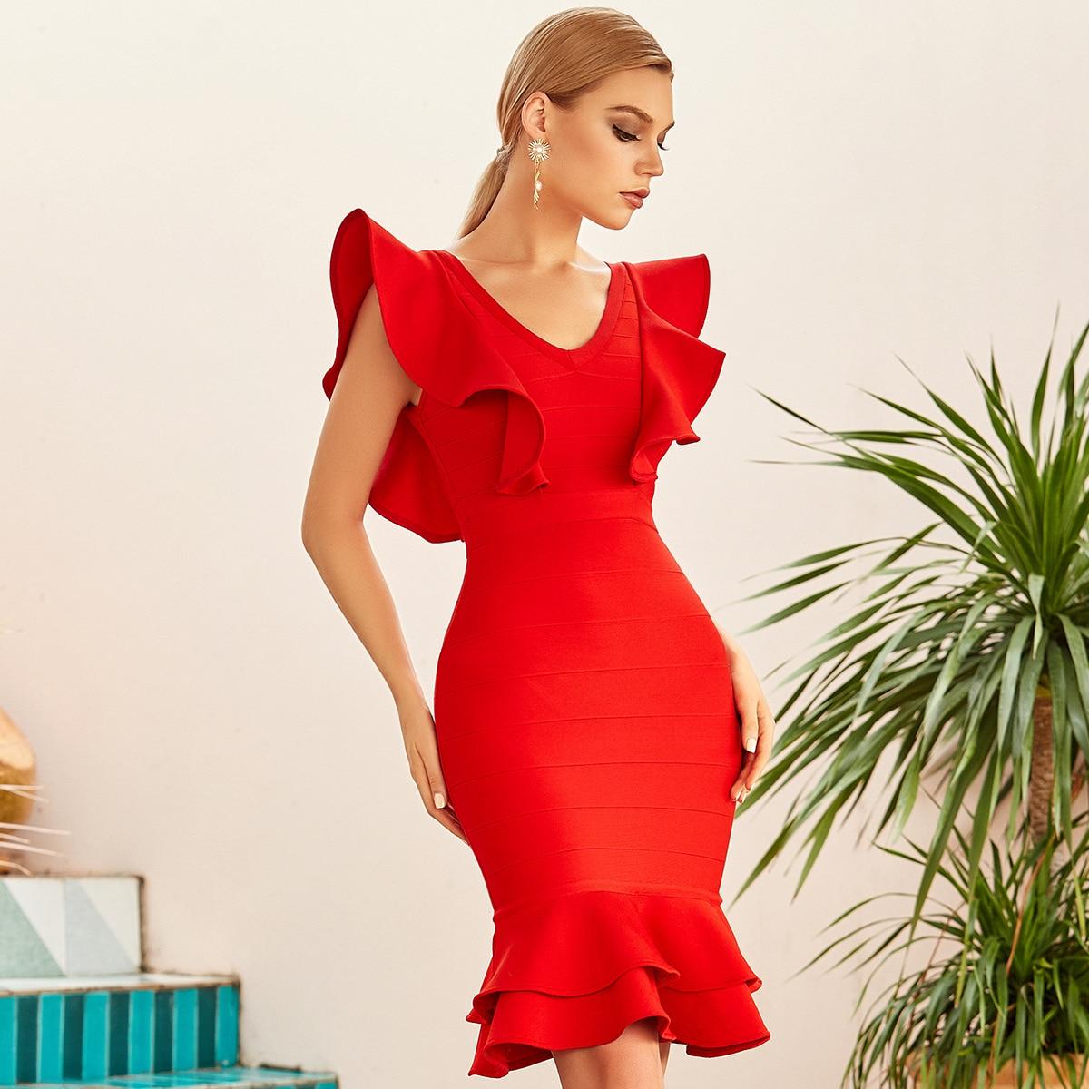Облегающее платье-русалка с оборкой