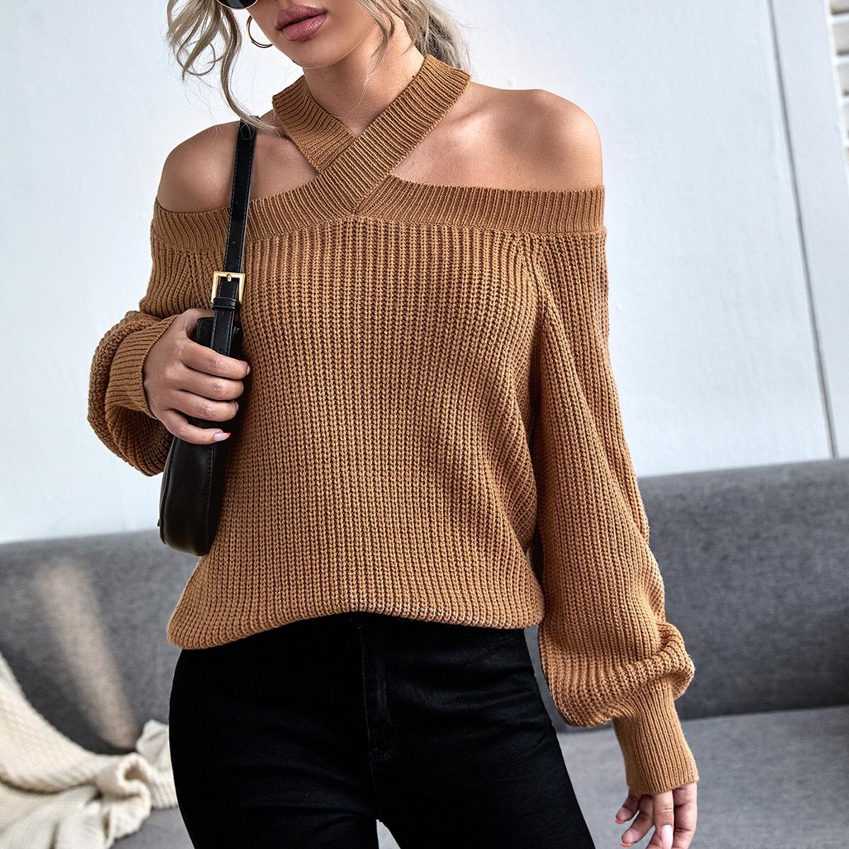Вязаный свитер с открытыми плечами