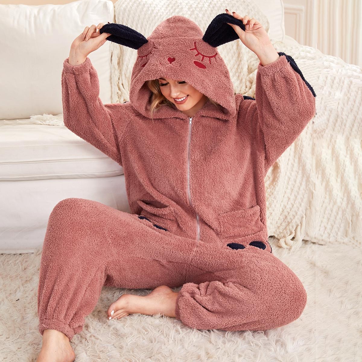 Плюшевый комбинезон для сна размера плюс с мультипликационной вышивкой