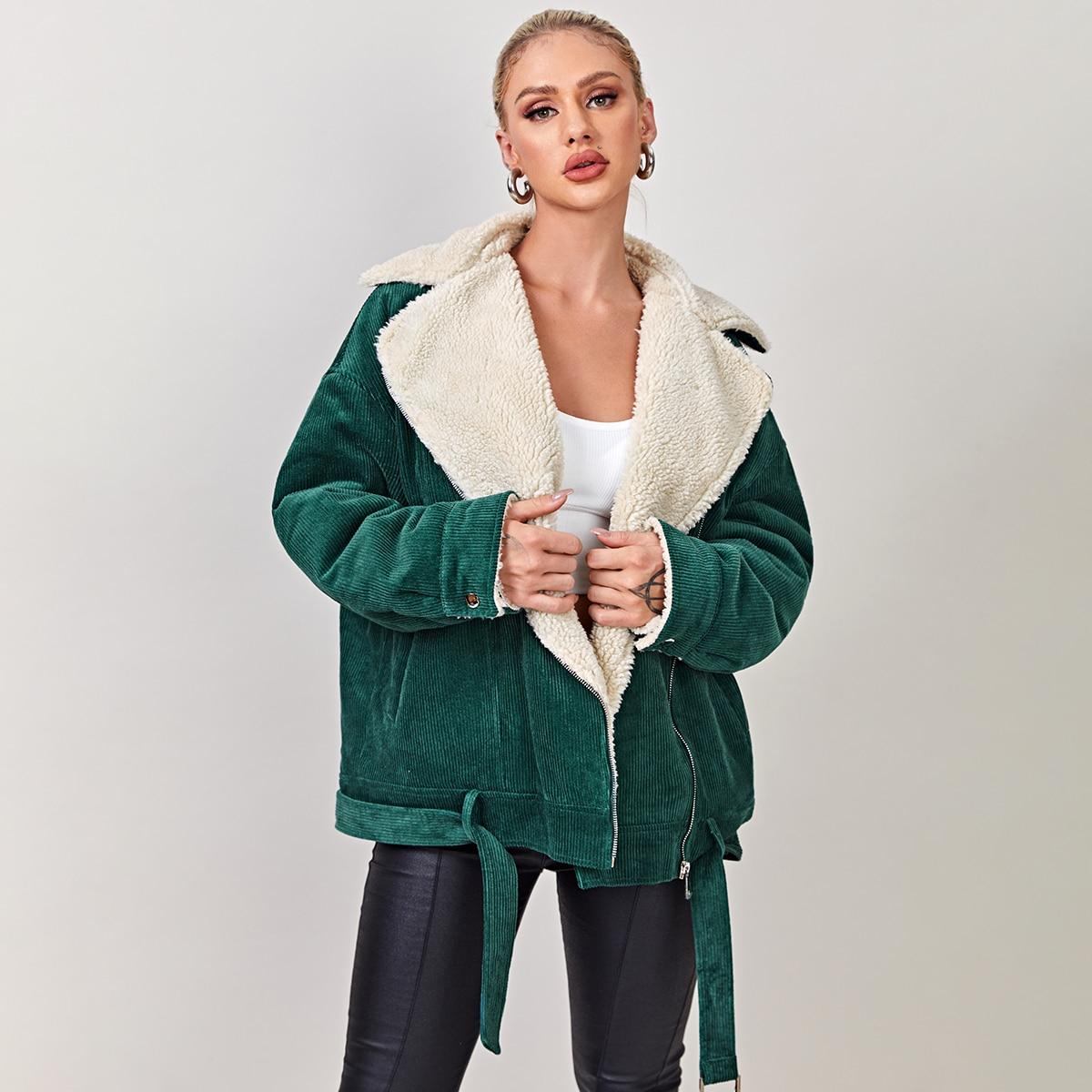 Вельветовое пальто с поясом и плюшевой подкладкой