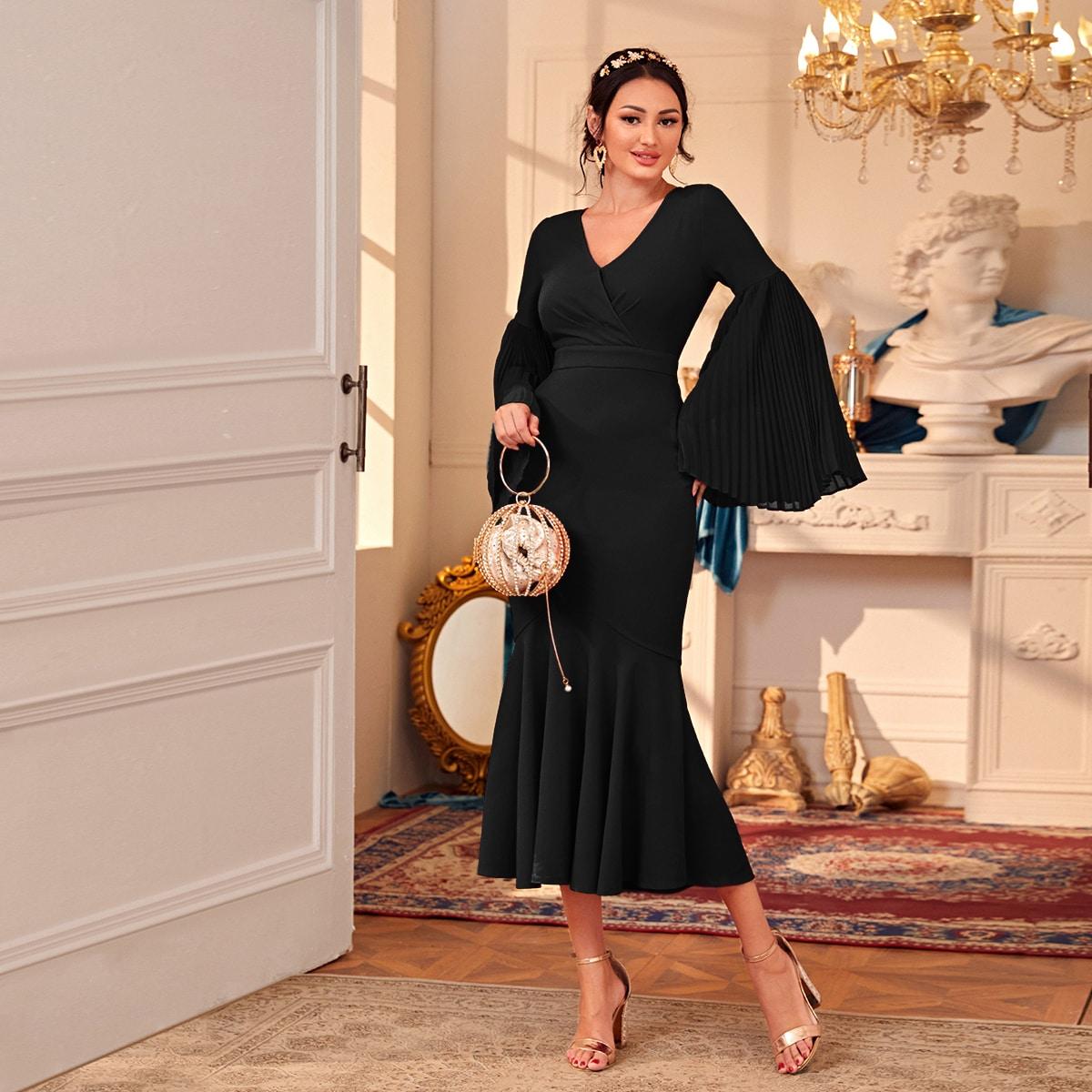 Модное платье с плиссированным рукавом