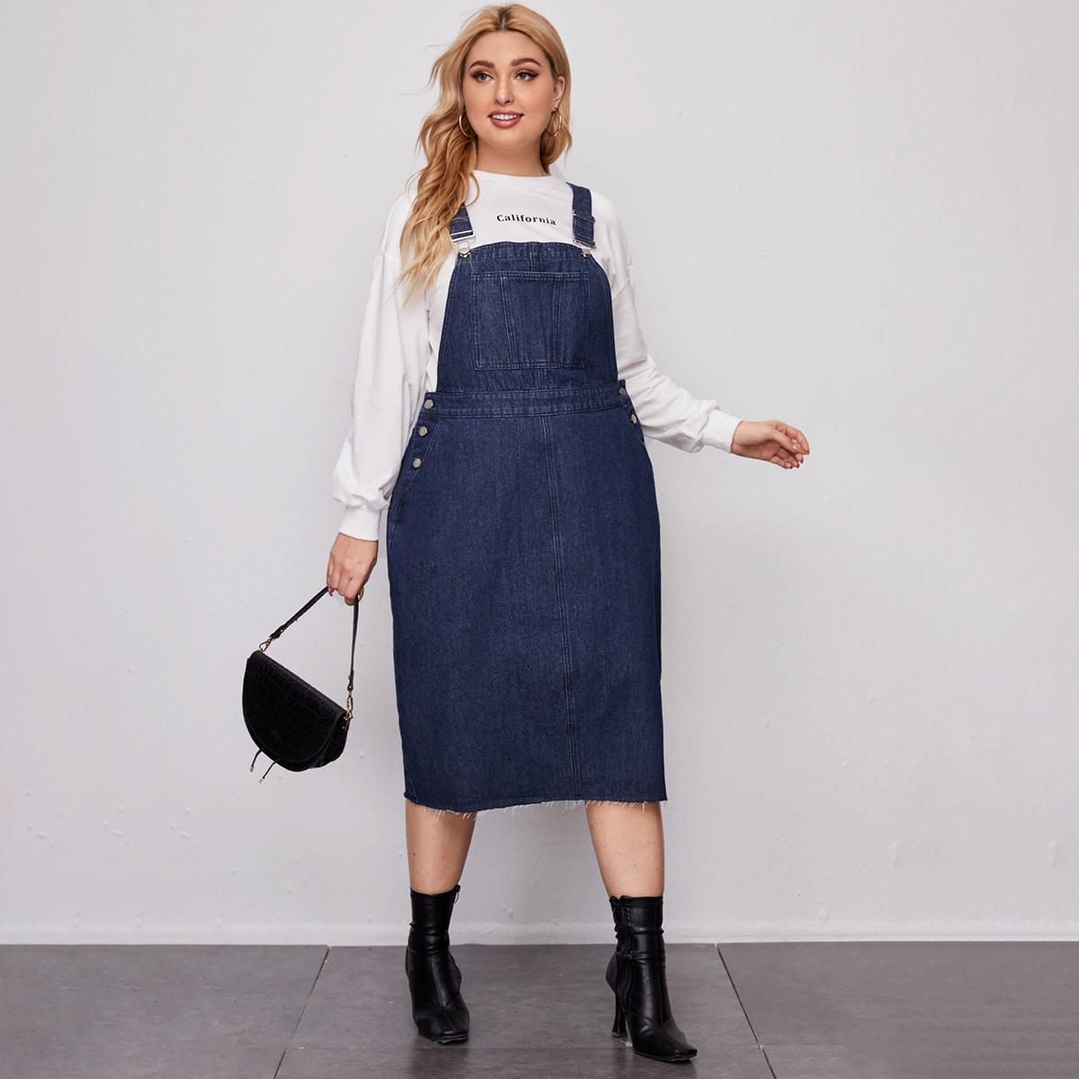 Джинсовое платье-сарафан размера плюс с разрезом
