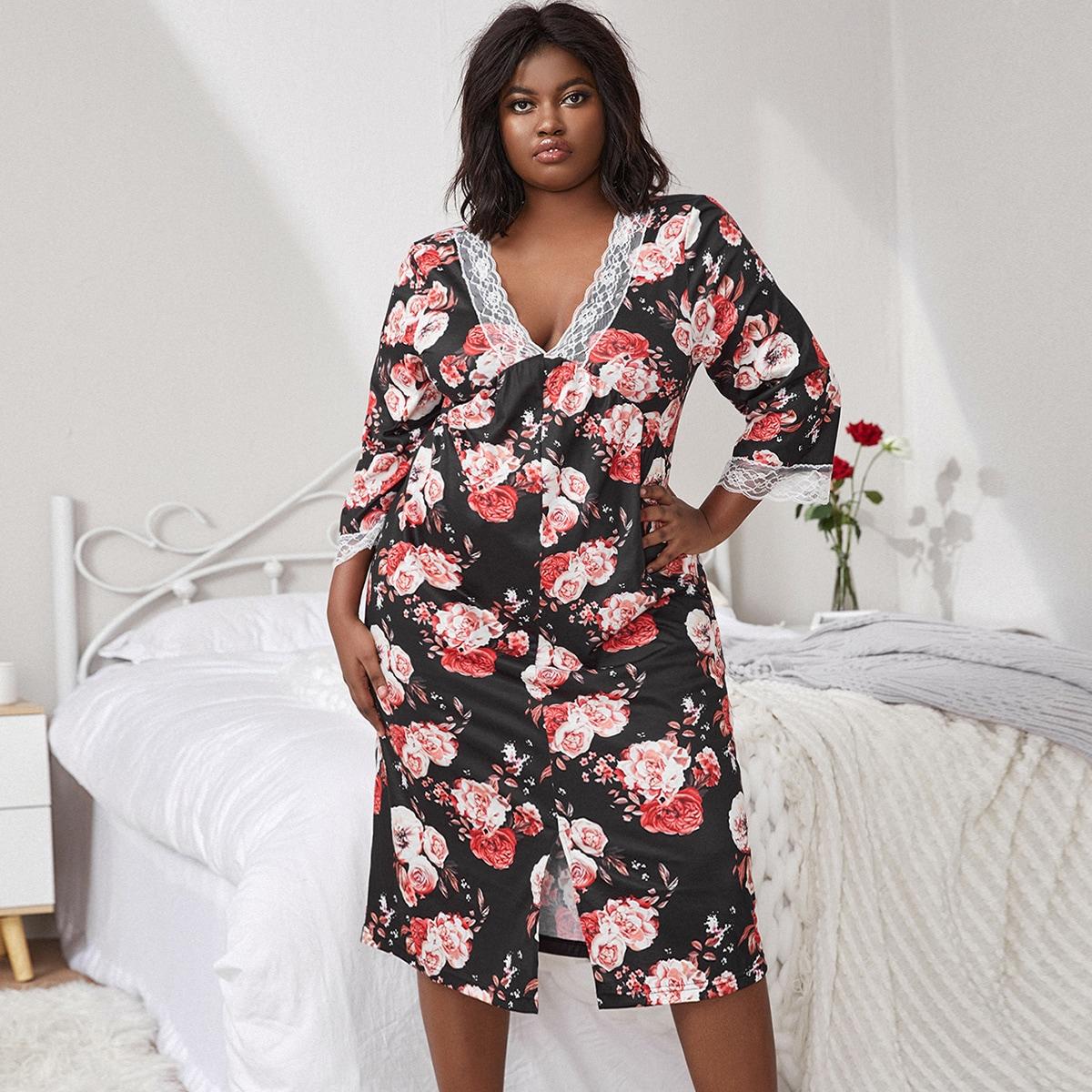Ночное платье с разрезом по краю и кружевной отделкой по всей поверхности с цветочным принтом