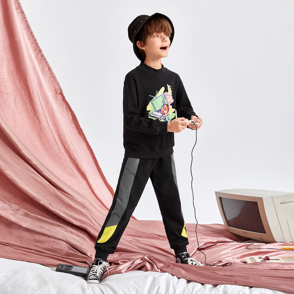 Boys Cartoon Graphic Pullover & Contrast Sideseam Sweatpants Set