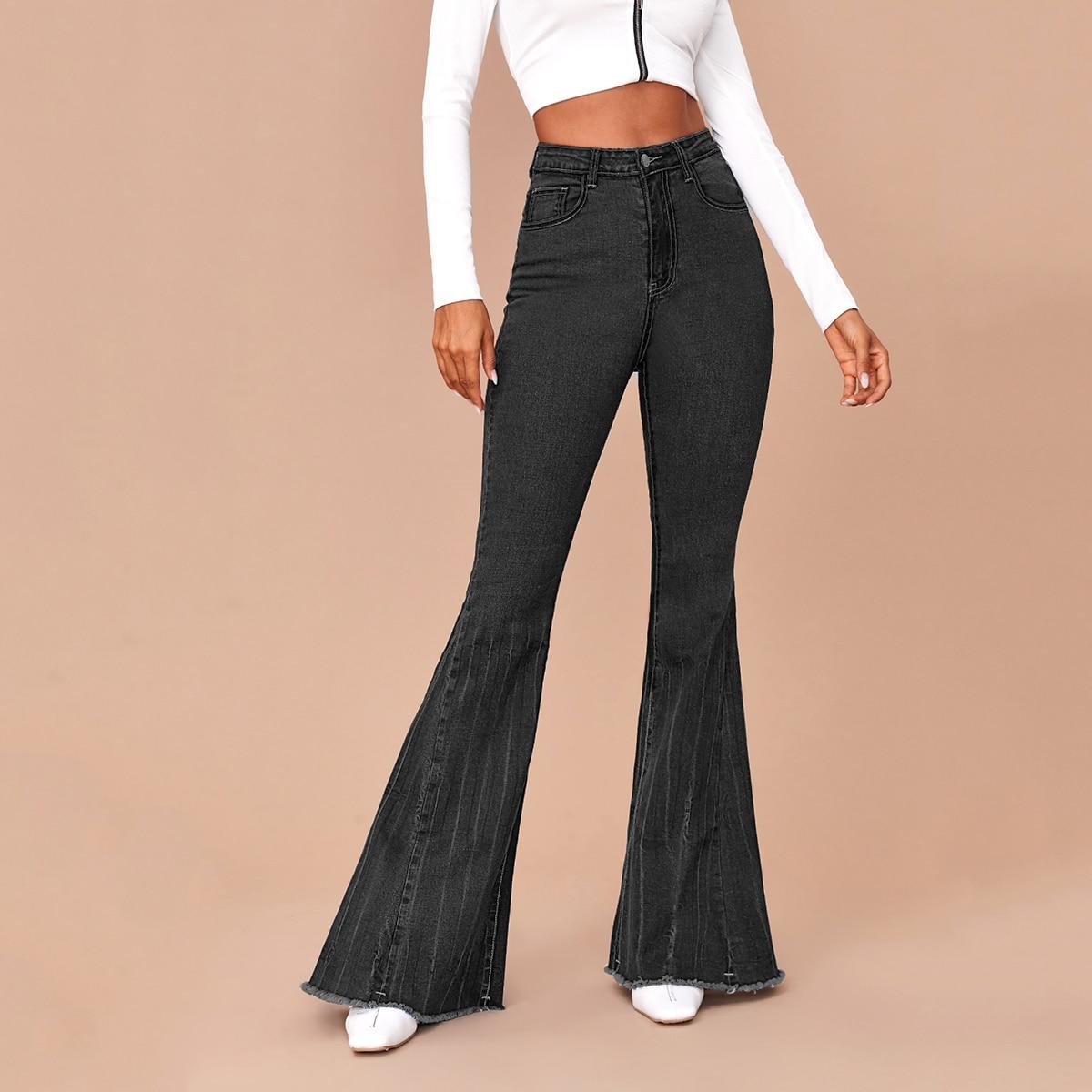 Расклешенные джинсы с необработанным низом