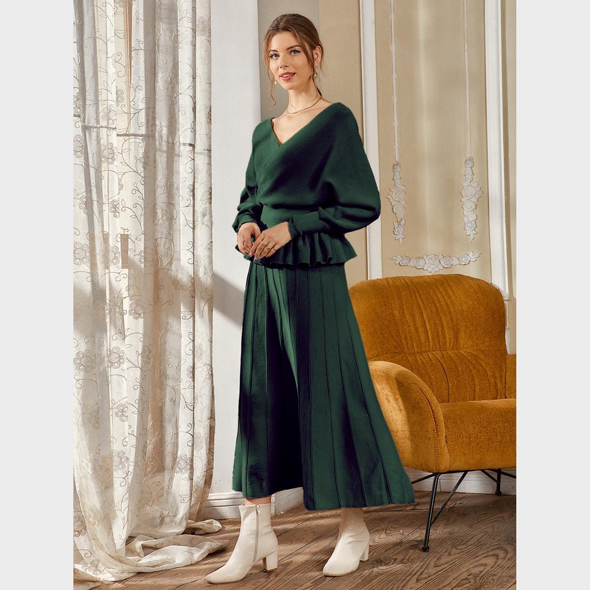 Однотонный свитер и трикотажная юбка