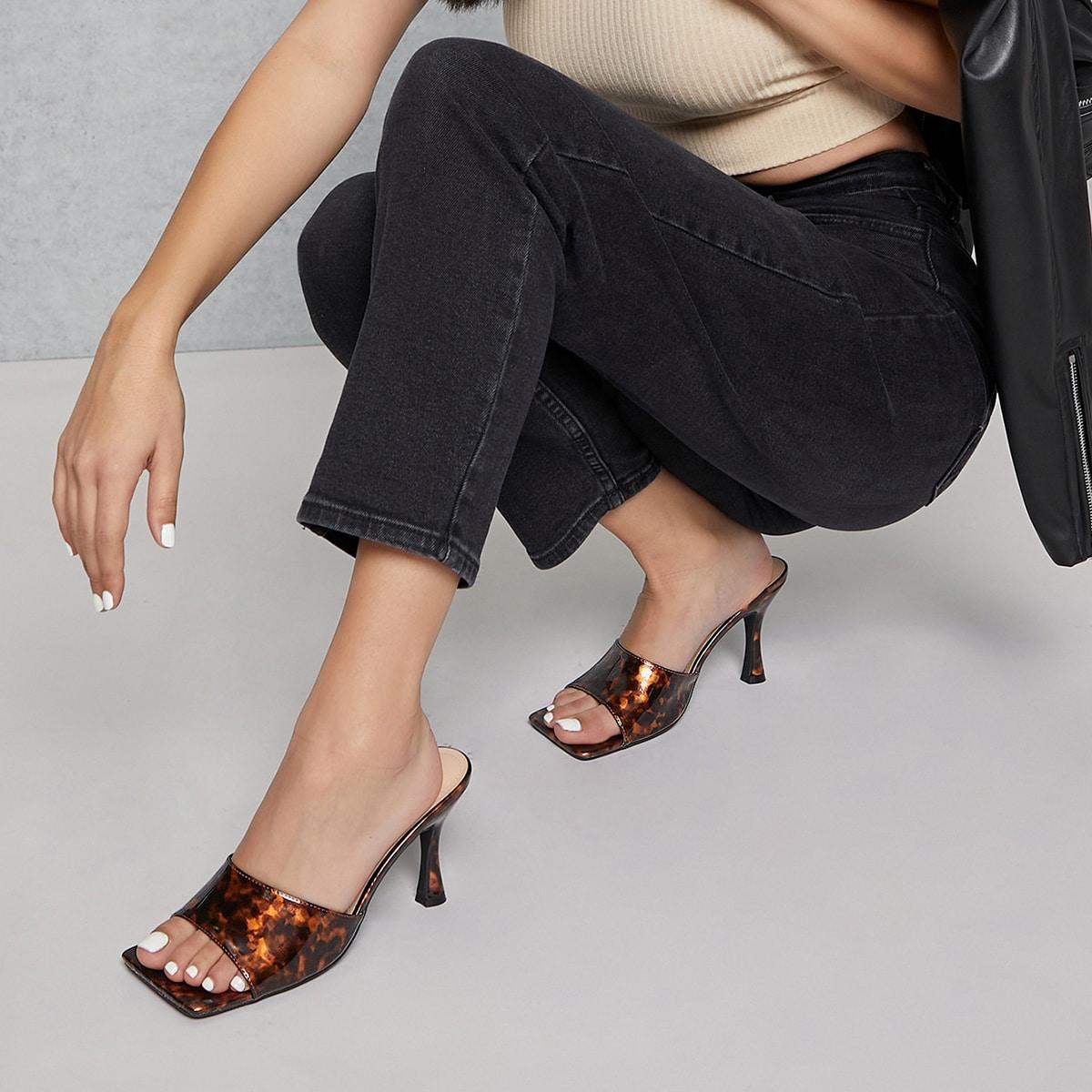 Туфли на шпильках с леопардовым принтом
