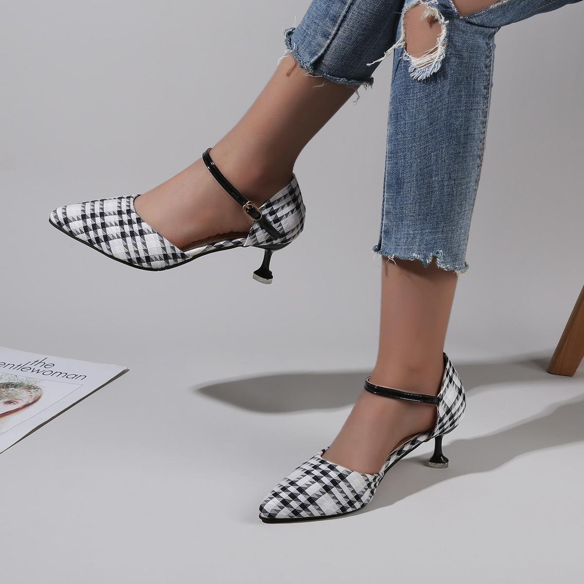 Туфли в клетку на каблуке