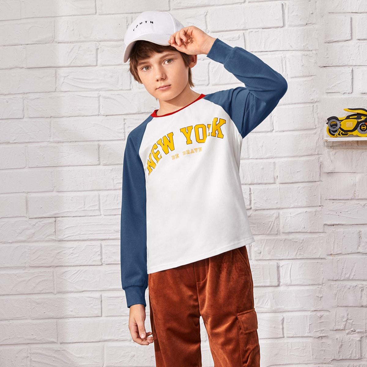 Контрастная футболка с текстовым принтом для мальчиков