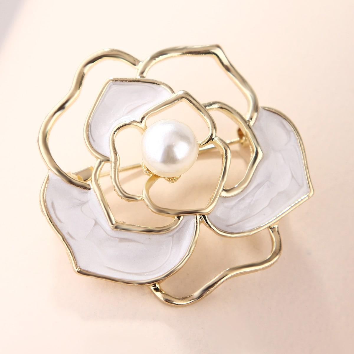 Брошь в форме цветка с искусственным жемчугом