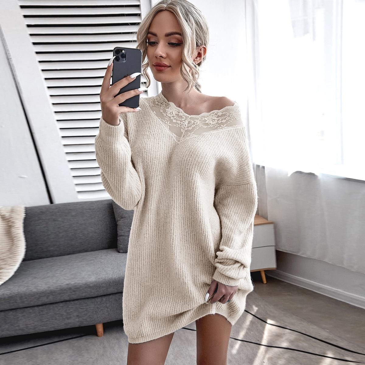 Платье-свитер с v-образным воротником и кружевной отделкой