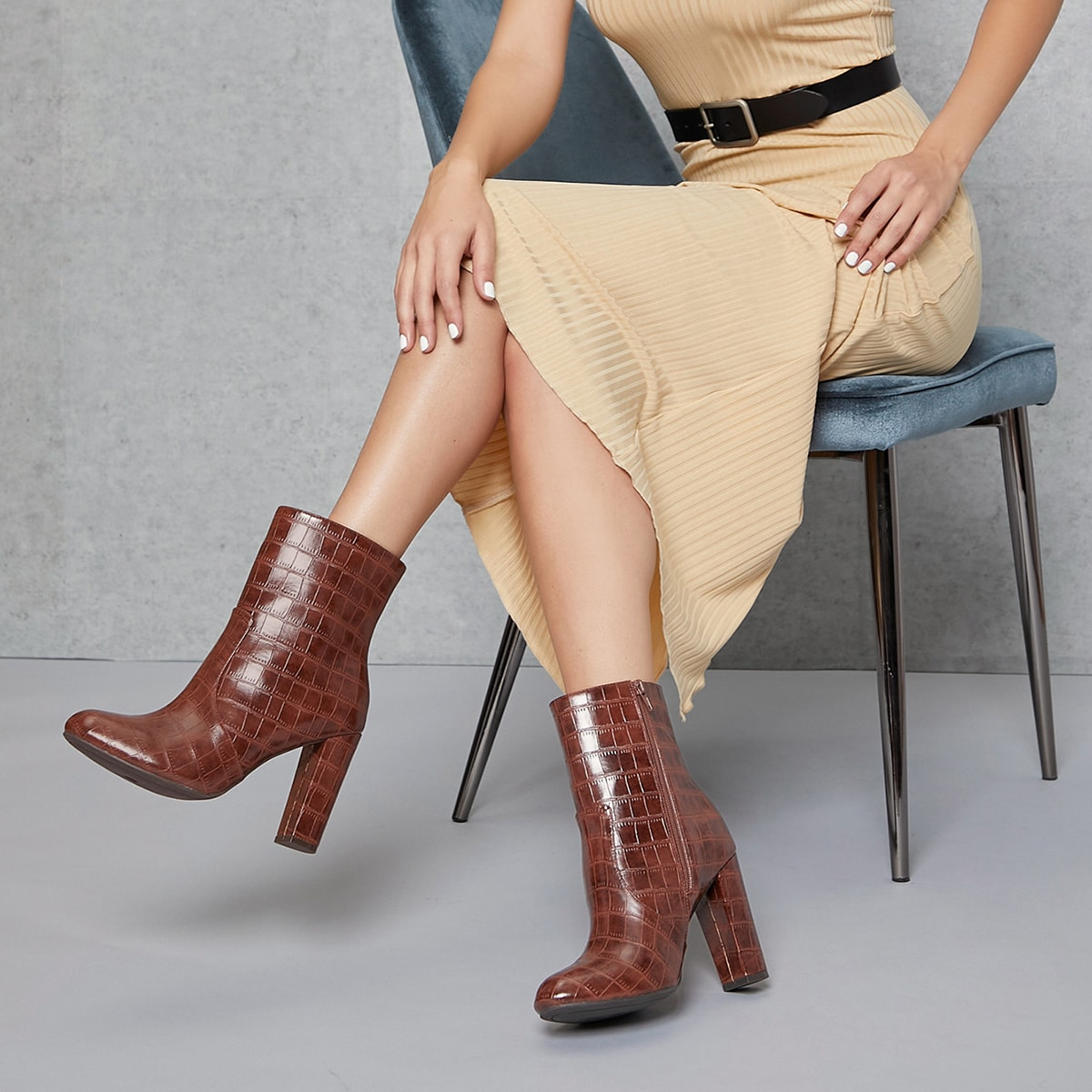 Сапоги на высоком каблуке из искусственной кожи крокодила