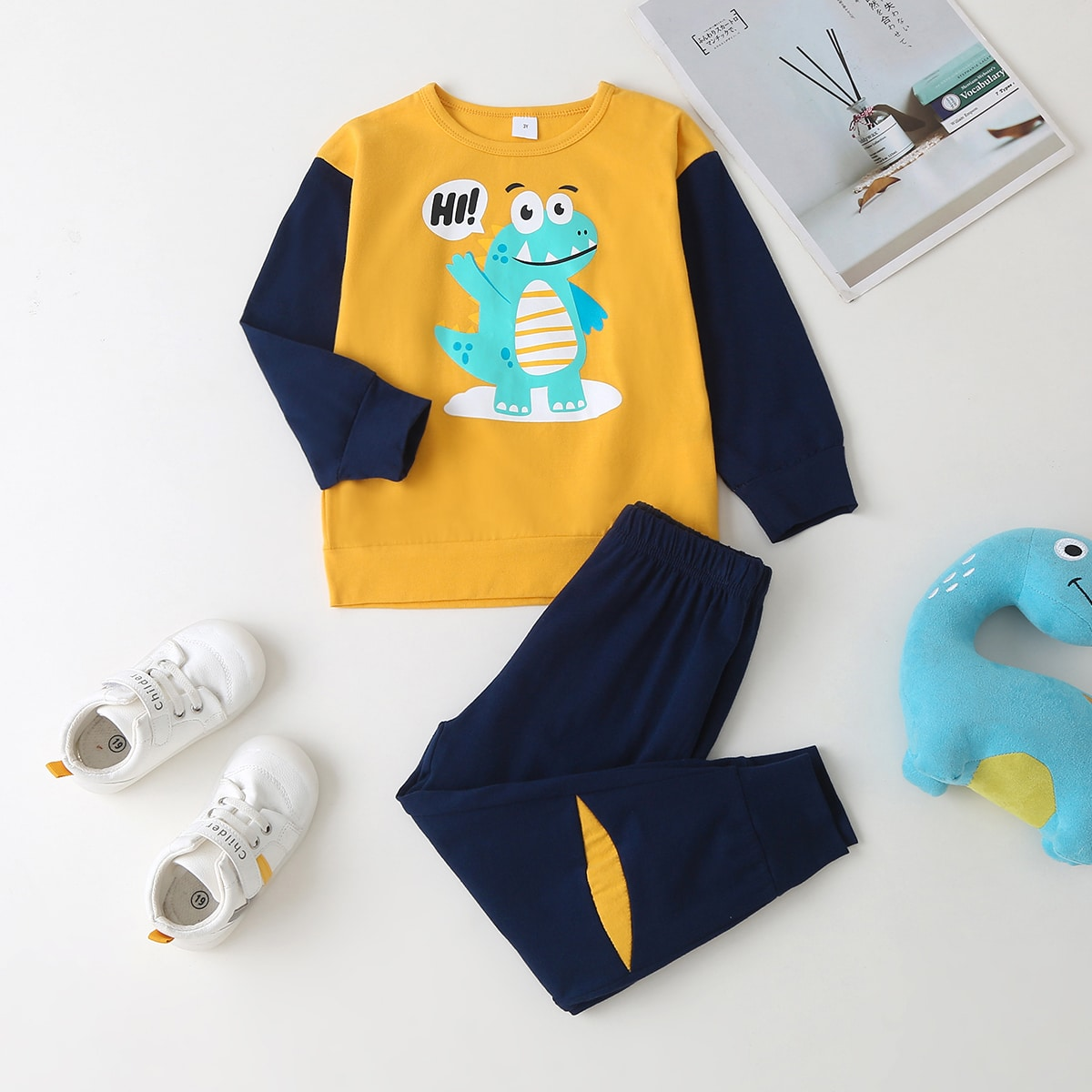 Toddler Boys Cartoon Graphic Sweatshirt With Patched Joggers
