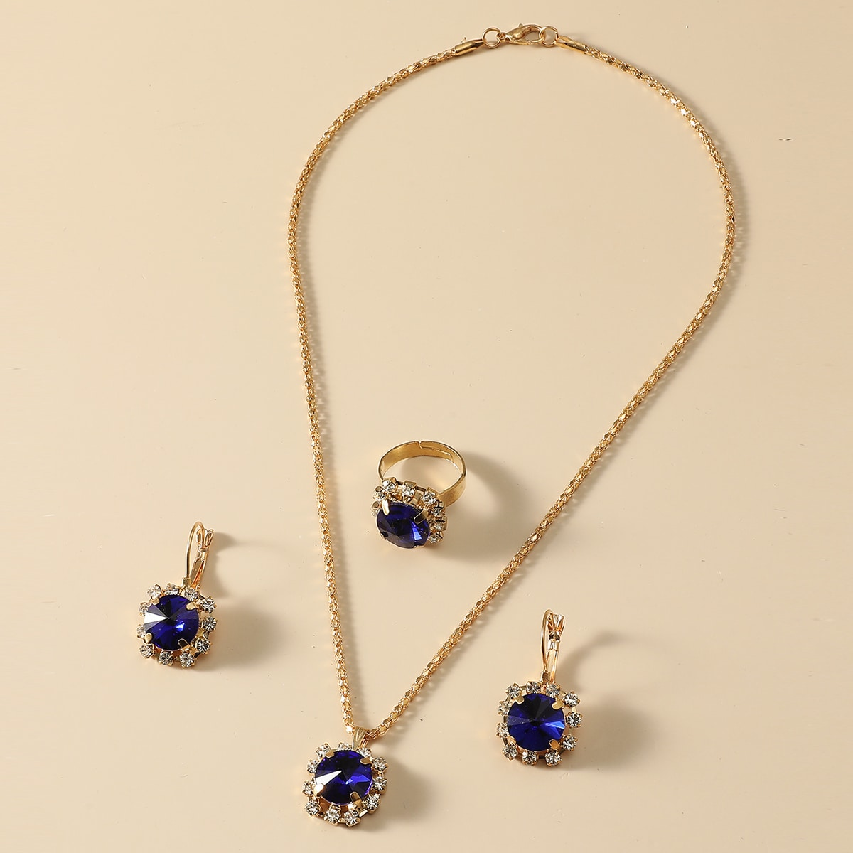 1 Stück Halskette mit Strass Anhänger & 1 Paar Ohrringe & 1 Stück Ring