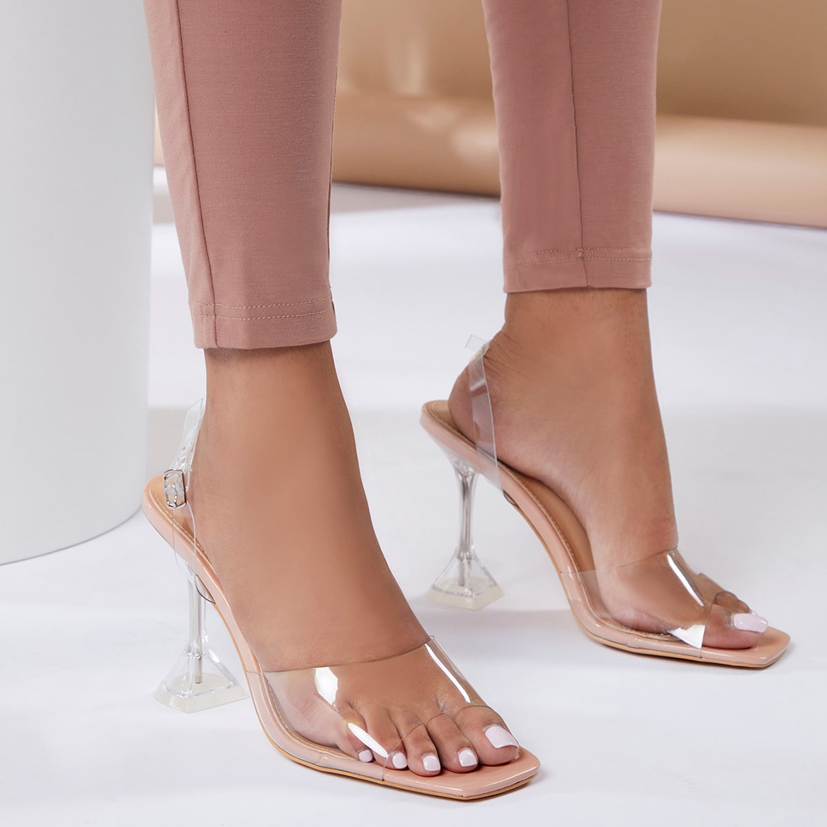 Прозрачные сандалии